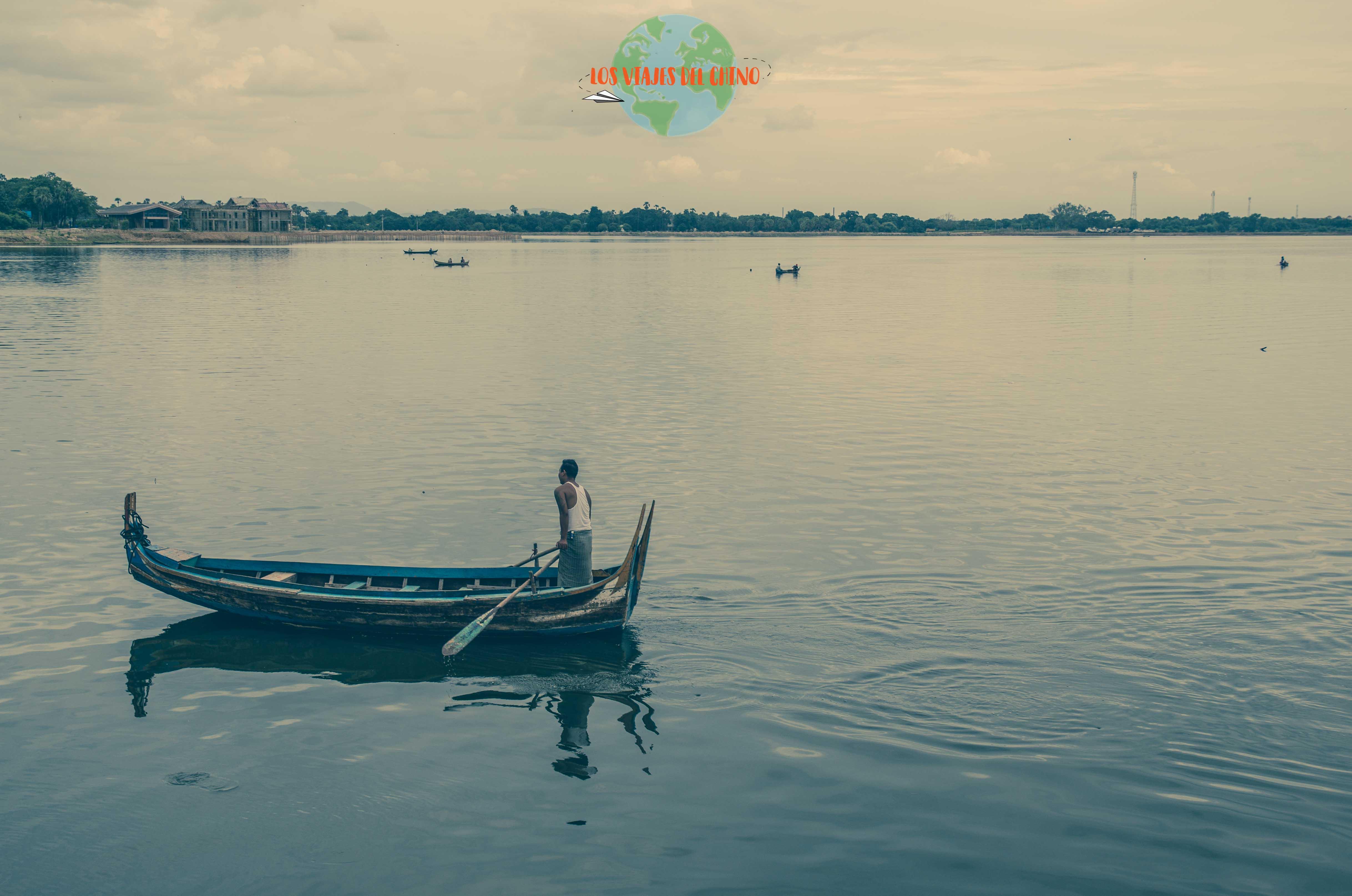 recorriendo Myanmar en barco