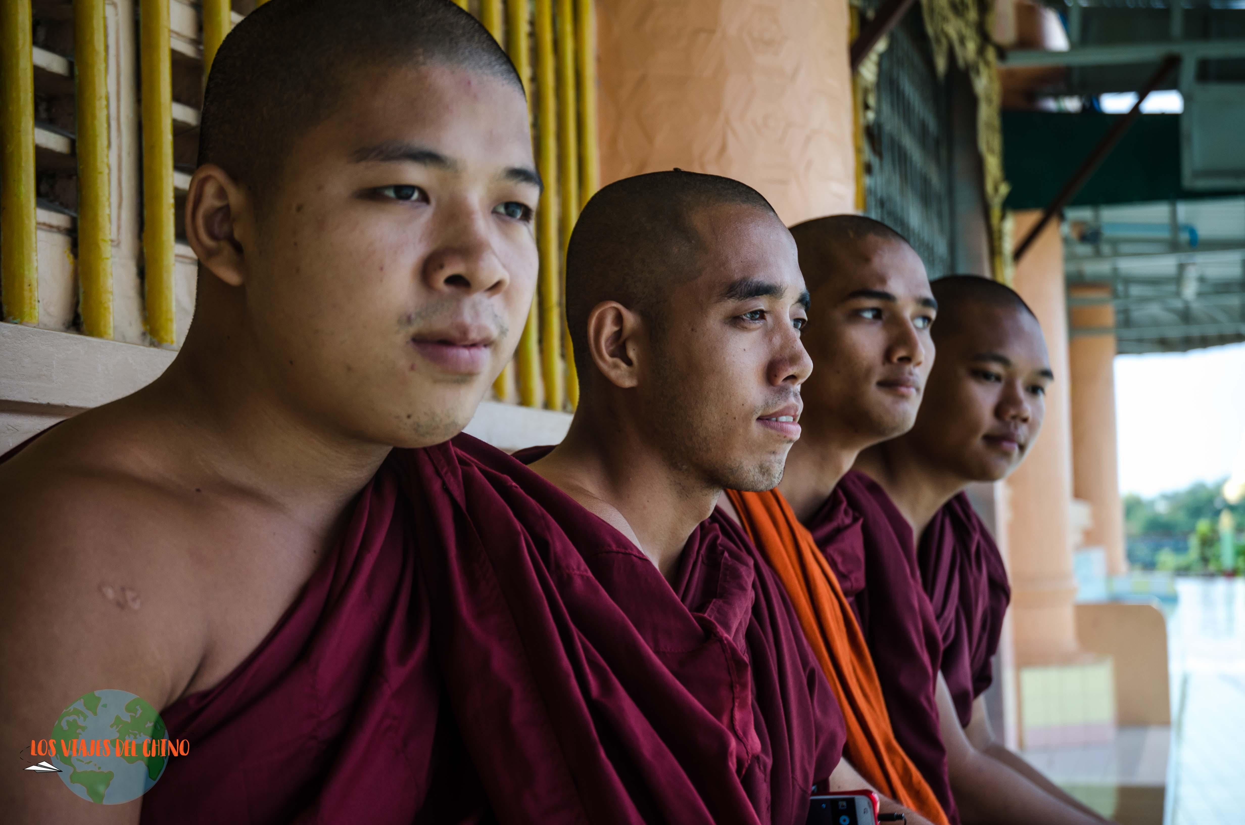 monjes de Birmania