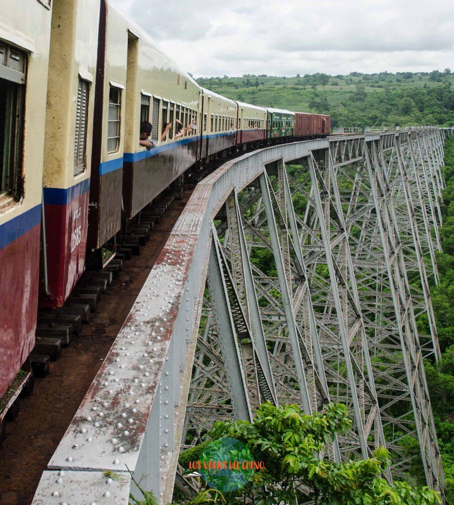 Recorriendo Myanmar en tren