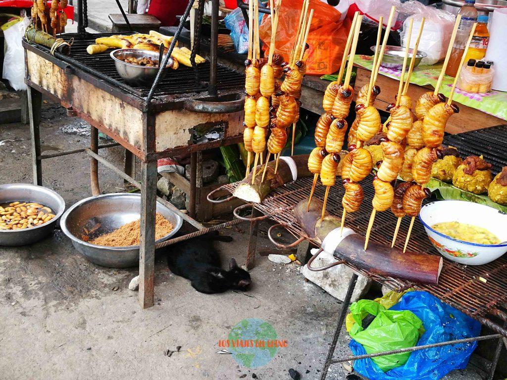 Comer suri en el mercado